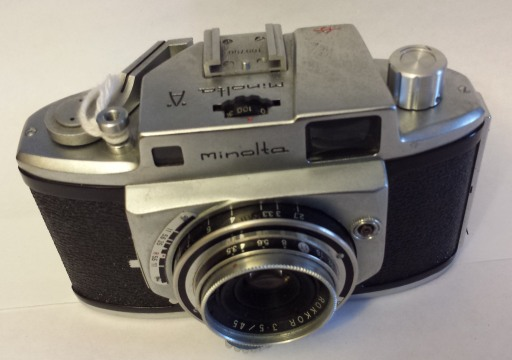 This Minolta A also has a build-in rangefinder, evidenced by the two windows above the lens. It's a bit more sophisticated, because now the shutter control is on top of the camera body.