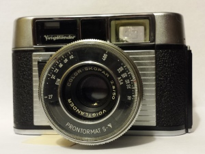 The Dynamatic Deluxe has a chrome front plate and the Prontormat S-V shutter.