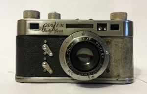 Another view of the Perfex Forty-four. It has a coupled rangefinder.
